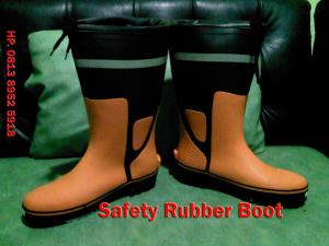SAFETY-product sepatu safety karet.jpg